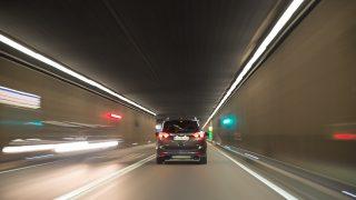 煽り運転に遭遇!通報方法やドライブレコーダーの効果と活用法は?